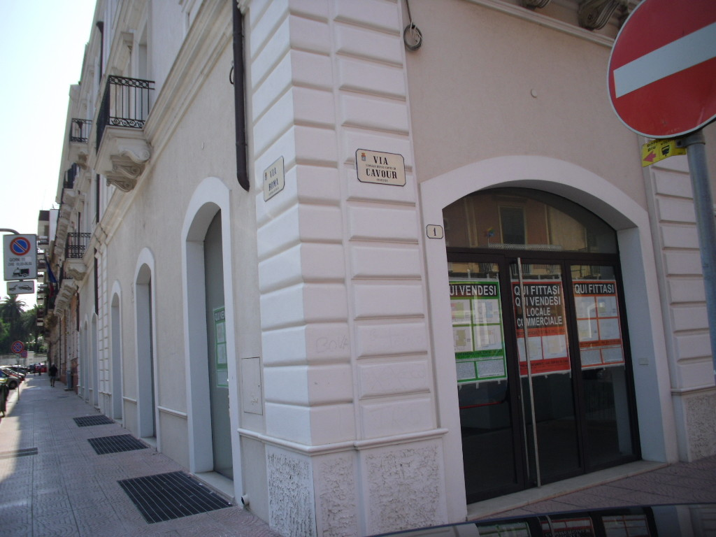 Taranto via cavour nuovo locale commerciale da sempre for Locale commerciale affitto roma
