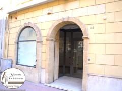 Taranto - Prestigioso locale commerciale in Via De Cesare