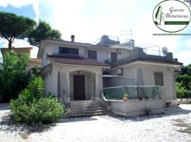 Taranto - Villa indipendente con giardino in Via Calata Carbonaro (Lido Azzurro)