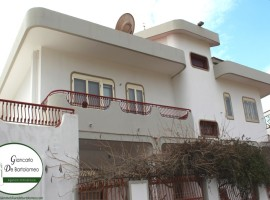Talsano - Villa signorile con piscina in Via Gargiulo