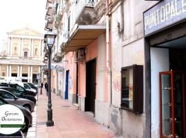 Taranto - Locale in Via Anfiteatro