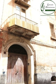 Taranto - Appartamento in Via Duomo (Borgo antico)