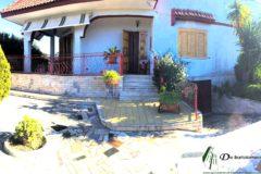 Leporano - Villa con ampio giardino in Via Lazio