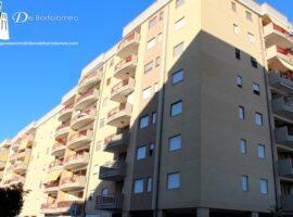 Taranto - Appartamento con box in Piazza Alda Merini