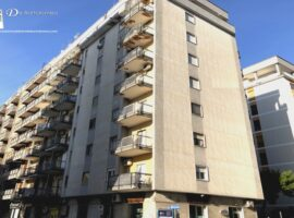 Taranto - Appartamento in Via Mezzetti ang. Via Medaglie d'Oro