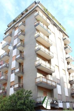 Taranto - Appartamento rifinito in Via Principe Amedeo ang. Via Pisanelli